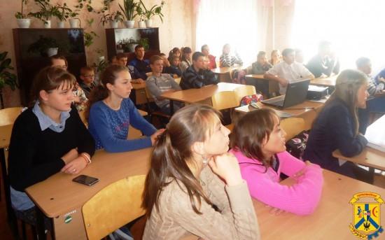 Для учнів 7-8 класів загальноосвітньої школи №3 спеціалістами міського центру соціальних служб для сім'ї, дітей та молоді був проведений соціально-профілактичний захід