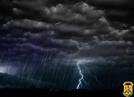Сильний вітер, шквали та смерчі – як запобігти небезпеці