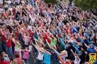 Рамках традиційної програми: музичні вечори в літньому парку первомайці споглядали виступи дитячого вокального ансамблю «Карамельки»