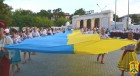 За участю делегацій організацій, установ, підприємств, депутатів міської ради та членів виконавчого комітету, громадських організацій  політичних партій від пам'ятного знаку «Орликівський шанець» до міського стадіону відбулась святкова хода «Слава Україн