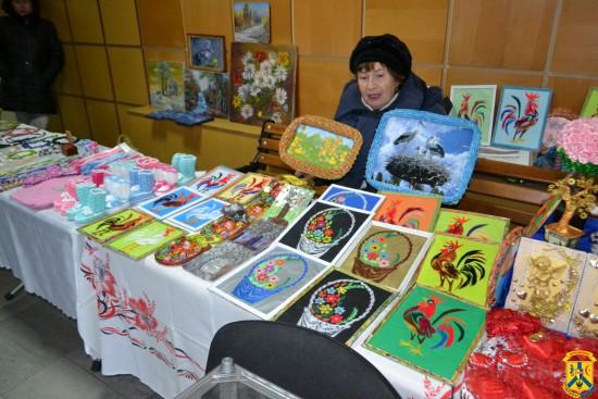 Виставка-продаж виробів декоративно-прикладного мистецтва присвячена Дню закоханих