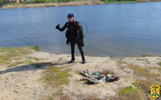 Очищення акваторії дна міського пляжу «Райдуга»