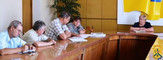 Нарада з керівниками КП, працівниками управлінь ЖКГ та містобудування