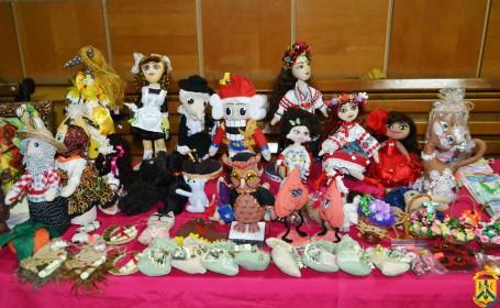 Виставка-продаж виробів декоративно-прикладного мистецтва до Дня закоханих