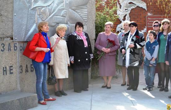 Церемонія покладання квітів з нагоди Міжнародного дня визволення в'язнів нацистських концтаборів