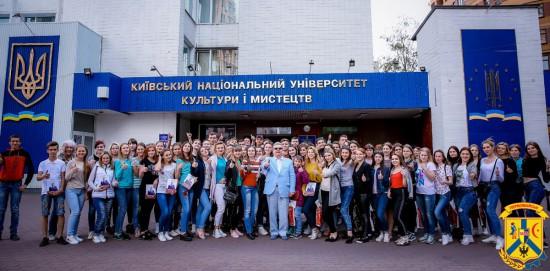 Екскурсія первомайських випускників до КНУКіМ