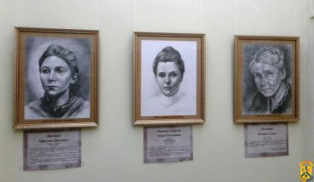 Виставка портретів «Відомі невідомі жінки Первомайщини»