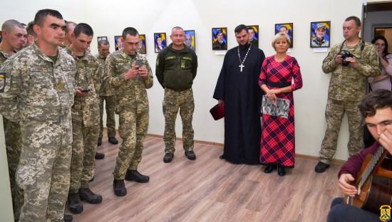 У Первомайському краєзнавчому музеї відкрили фотовиставку «Воїнства нашого звитяга…»