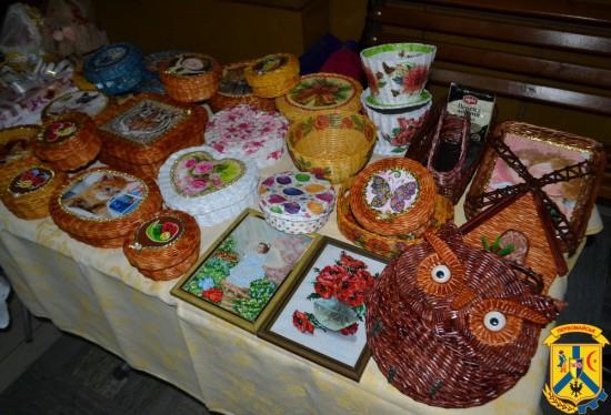 В фойє адмінбудівлі міськвиконкому відкрилась виставка-продаж творчих робіт людей з інвалідністю