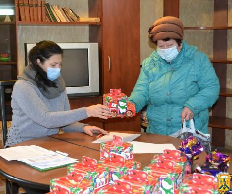Солодкі подарунки до новорічних свят