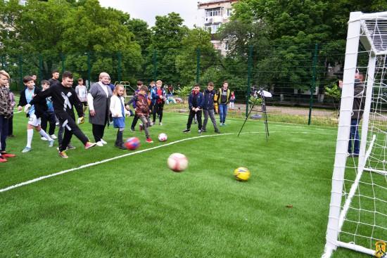 Відкриття міні-футбольних полів зі штучним покриттям