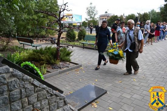 Первомайці вшанували пам'ять захисників України, які загинули в боротьбі за незалежність, суверенітет і територіальну цілісність країни